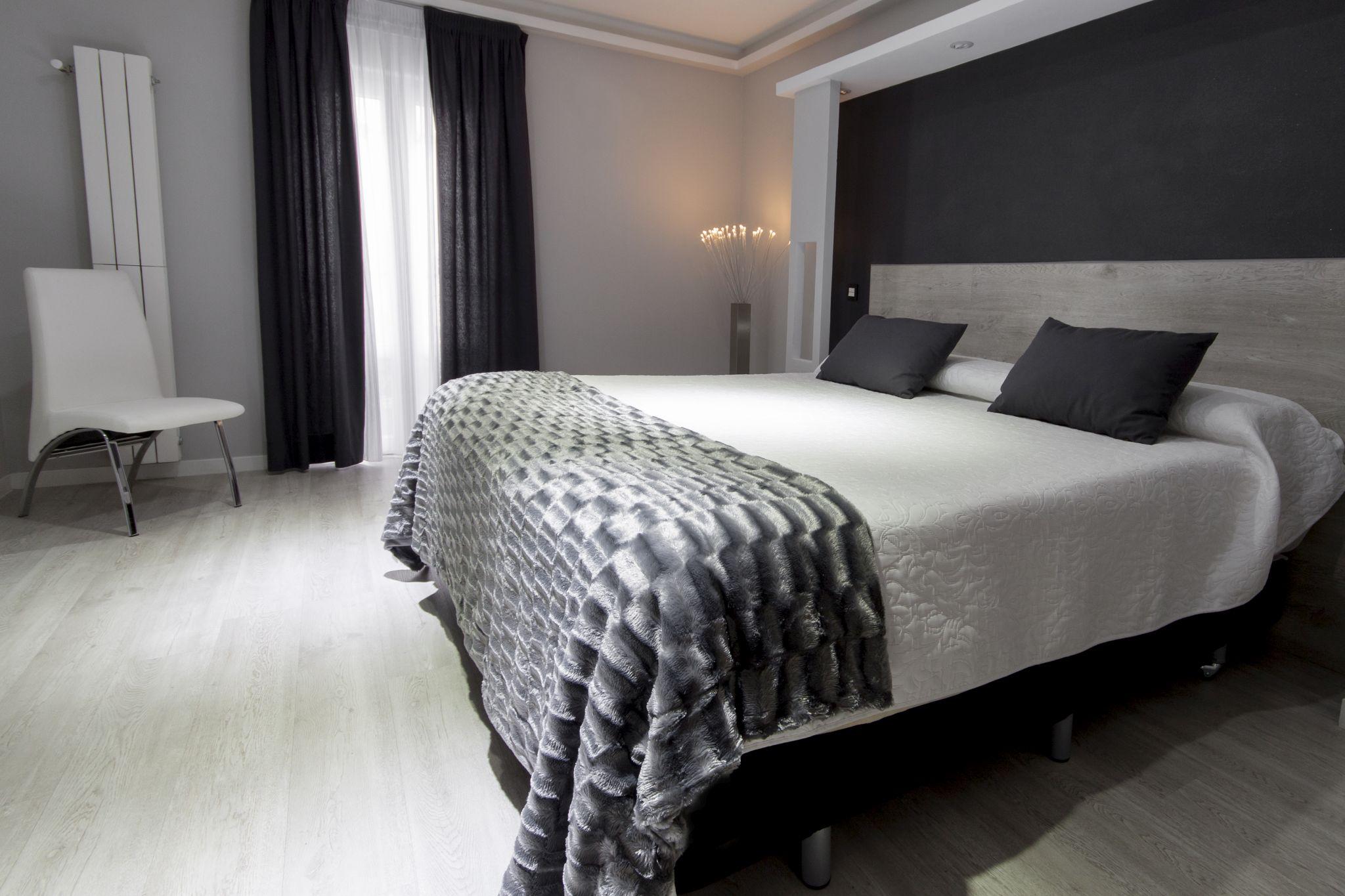 Habitaci n doble hostal overnight madrid for Hostal diseno madrid